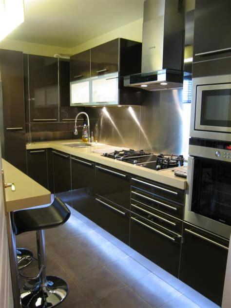 cuisine d architecte cuisine beta laqué brillant noir par l 39 architecte d