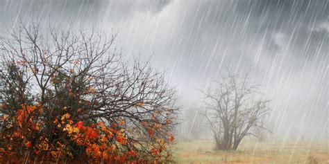 puncak musim hujan diprediksi desember  hingga januari