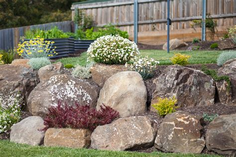boulders and rocks landscaping garden boulders home ideas