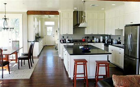 spacious american folk farmhouse  large attic hq pics plans metal building homes