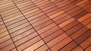 Holzfliesen aus tropenholz fur garten balkon und terrasse for Holzfliesen terrasse