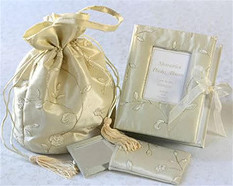 inetresting   wedding gift   guests