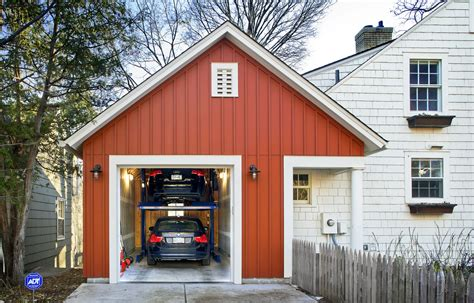garage größe für 2 autos the city lot wasn t large enough for a two car garage so architect todd hansen designed an
