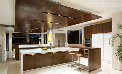 cuisine et blanc design de grande cuisine bois et blanc cassé d