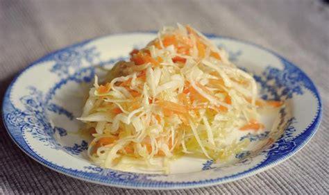 cuisiner le chou chinois en salade chou chinois en salade facile et rapide le bon chef