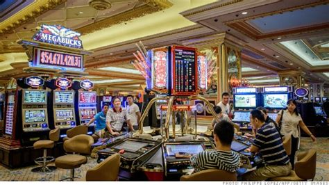 macaus casinos crush las vegas   minimum bets