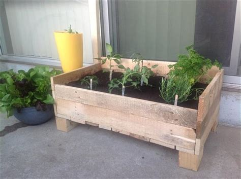 pallet planter box 25 easy diy plans and ideas for a wood pallet