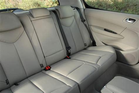 siege arriere 308 sw 4 enfants dans une voiture compacte à petit budget les