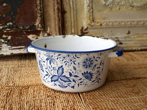 country kitchen ware best 25 blue willow decor ideas on blue and 2925