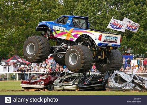 monster truck shows the world 39 s no 1 monster truck 39 bigfoot 39 performing in a