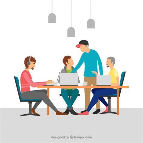 Travail D'équipe Dans Un Bureau Moderne  Télécharger Des