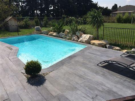 nivrem terrasse piscine bois gris diverses id 233 es de conception de patio en bois pour