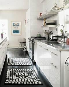 Le parquet noir en 45 super photos for Tapis de sol cuisine