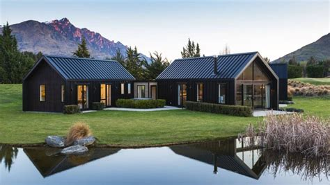 australian familys queenstown escape modern barn house building house house cladding