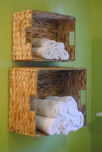 towel folding ideas for bathrooms diy bathroom towel storage in 5 minutes lemonade