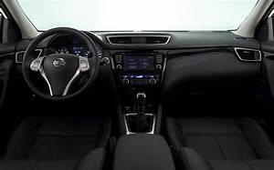 Interieur Nissan Qashqai : nuevo nissan qashqai tested cars ~ Medecine-chirurgie-esthetiques.com Avis de Voitures