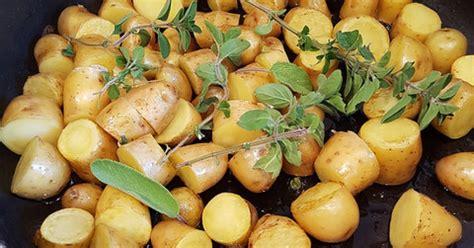 cuisiner les pommes de terre de noirmoutier pommes de terre nouvelles sautées aux herbes bacon ma