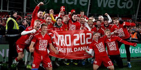 Spieler und fans sind geschockt, das spiel wird unterbrochen. Danmark klara för EM 2020 - Fotbolls-EM 2021 i Europa