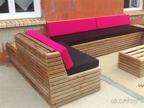 canape exterieur en palette 2 housses de canapé palette usage extérieur par une housse