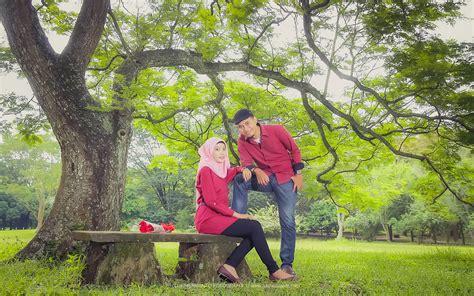 foto prewedding muslim outdoor unik ayeeycom