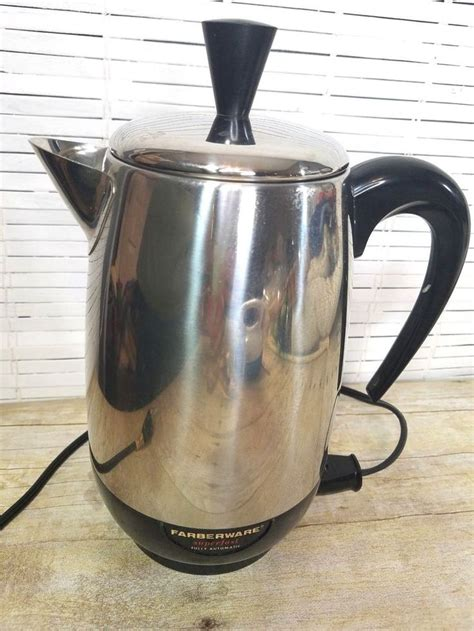 Goodman's carries farberware cookware sets, parts, percolators, coffee pots, oven parts, skillets replacement parts and more. Vintage Farberware Superfast Coffee Maker Pot Percolator 138 B 8 Cup #Farberware | Percolator ...