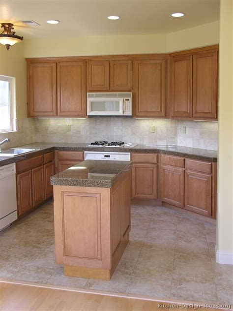 Pictures Of Wood Kitchen Cabinets by Pictures Of Kitchens Traditional Light Wood Kitchen
