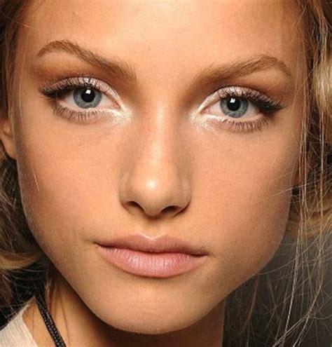 Crayon Khôl Eyeliner pointe fine pour application précise Lancôme