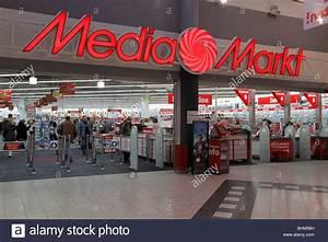 Media Markt Hamburg Altona : media markt in halle pei en germany stock photo royalty free image 28102665 alamy ~ Eleganceandgraceweddings.com Haus und Dekorationen