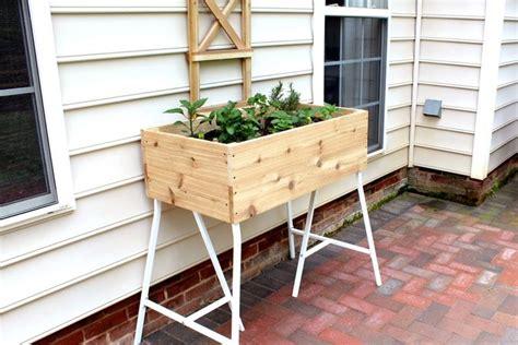 Hochbeet Für Den Balkon by Hochbeet Tisch Balkon Ikea Metall Gestell Zedernholz