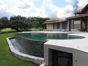 reportage photos piscines amande diaporama piscine a With piscine a debordement sur terrain en pente 1 amenagement piscine debordement terrain pente