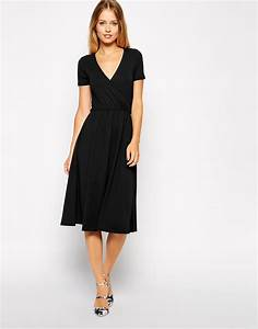 asos midi skater dress with wrap front and short sleeves With robe croisée devant