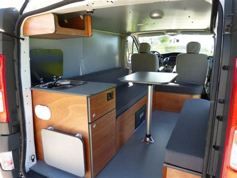 remorque cuisine mobile amenagement interieur fourgon cing car
