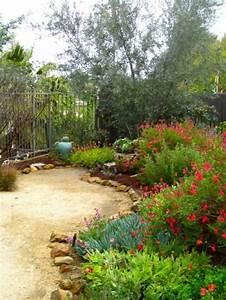 Hand Wasserpumpe Garten : mediterranen garten anlegen diese pflanzen ~ Frokenaadalensverden.com Haus und Dekorationen