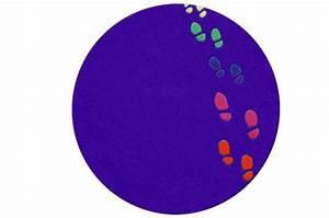 Tapis Rond Enfant : tapis enfant design rond violet empreintes 65x65 cm tapis design pas cher ~ Teatrodelosmanantiales.com Idées de Décoration