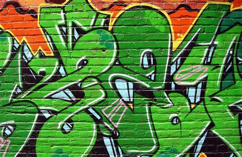 Graffiti Uk : Green Graffiti Wallpaper Wall Mural