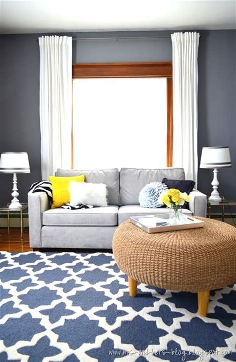 Bedroom Paint Ideas With Oak Trim by Gray Blue Rug Blue And Yellow Pillows Right Up My