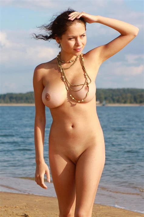 Naked Girl With Great Big Boobs Posing At The Lakes Beach Chipbang