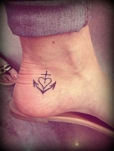 Tattoo Hoffnung Symbol : liebe glaube hoffnung tattoos pinterest tattoo ideen t towierungen und coole tattoos ~ Frokenaadalensverden.com Haus und Dekorationen