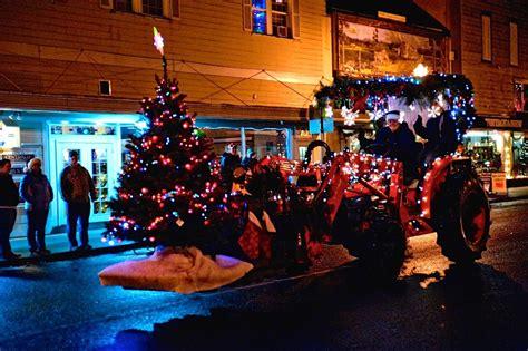 tractor christmas tree lights centralia s lighted tractor parade lights up the season lewistalkwa