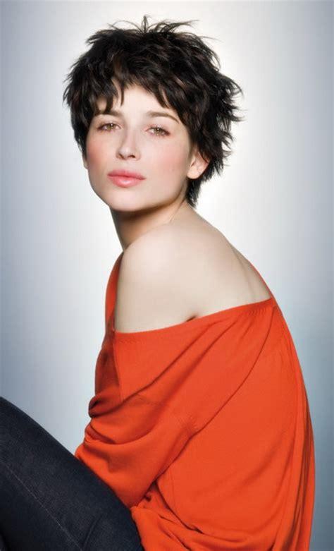 coupe de cheveux court femme moderne coupe de cheveux court femme moderne