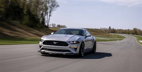 ford mustang  drop exclusive platform   awd