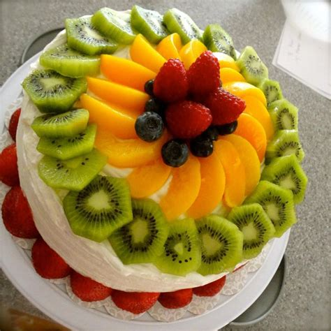 cakes decorated with fruit 25 best fruit cake decorating ideas on