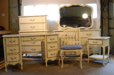 piece henry link dixie furniture set