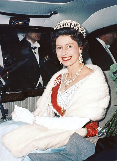queen elizabeth ii   years   weekly