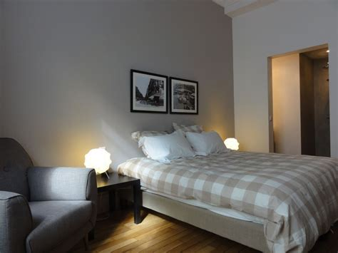 2 master bedroom apartments 7th arrondissement eiffel tower holiday apartment luxury 13941   8b4a12df aa39 4499 865a b9649fb302c9.1