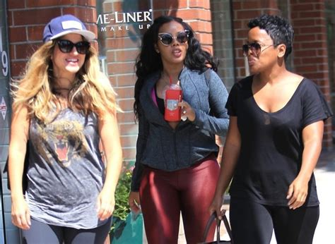 Angela Simmons In Pregnant Angela Simmons Pays A Visit To