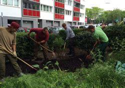 Gärtnerin Der Fachrichtung Garten Und Landschaftsbau
