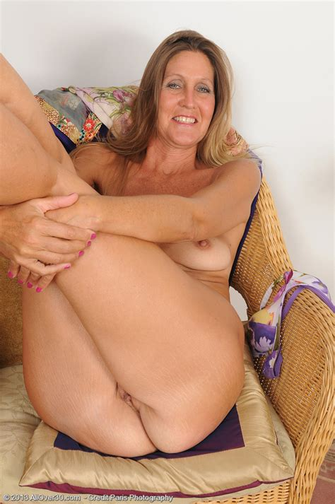 Mature And Horny La Valkenberg Display Her Pussy Milf Fox