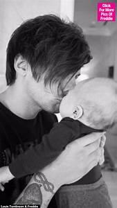 [PICS] Louis Tomlinson Takes Baby Freddie Shopping In LA ...