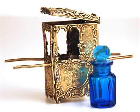 chaise a porteur antique miniature chaise à porteurs w scent bottle